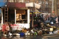 В Киеве сожгли цветочный киоск (ФОТО)