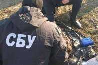 Біля військової частини в передмісті Одеси оперативники СБУ виявили схрон з боєприпасами