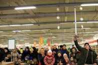 Різдвяний флешмоб: У супермаркеті Покровська відвідувачі співали колядку (ВІДЕО)