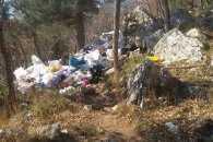 У Криму відомий туристичний маршрут потопає в купах сміття
