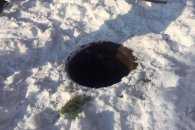 У Миколаєві 11-річна дівчинка з собакою впала в люк