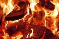 Пожежу у сараї на Сумщині гасили шестеро вогнеборців