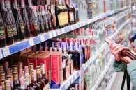 В Ужгороді чоловік примудрився кілька разів викрасти алкоголь з одного супермаркету