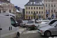 Центр Чернівців застряг в заторах