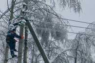 На Закарпатті через налипання мокрого снігу обірвані високовольтні лінії