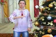 Маленька тернополянка заспівала новорічну пісню мовою жестів