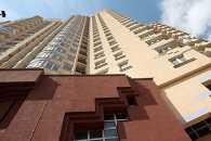 Чоловік, який впав з восьмого поверху в Мелітополі, знаходиться у важкому стані