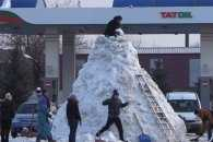 На Одещині зліпили великого сніговика, якого мають внести в Книгу рекордів України (ВІДЕО)
