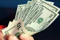 Несподівано: Долар у столичних обмінниках трохи подешевшав