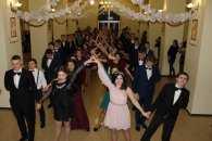 У Славуті відбувся благодійний бал старшокласників