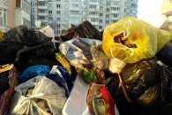 Гори сміття у Львові сягають другого поверху будинків (ВІДЕО, ФОТО)