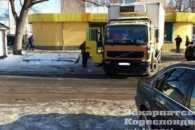 В Ужгороді жінка послизнулася і впала під вантажівку