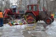 У Миколаєві вже два дні ліквідовують аварію водогону біля дитсадка