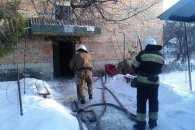 На Кропивниччині у двоповерховому будинку горіла квартира