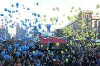 У Дніпрі небо розфарбували у кольори прапора України повітряними кульками