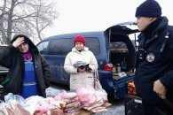 У Кропивницькому десятьох вуличних продaвців м'ясa попередили усно