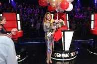 """Тіна Кароль відсвяткувала день народження у розкішній сукні на """"Голосі країни"""""""