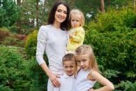 Відома телеведуча вчетверте стане мамою…