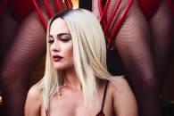 Даша Астаф'єва з голими грудьми зня…