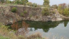 """Фортеця Кодак, яка покоїться на річковому розливі поряд з """"місячним пейзажем"""""""