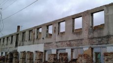 Барські погорільці вже й не сподіваються, що їхній будинок відновлять до зими