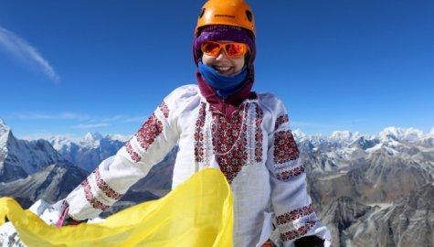 Журналістка встановила український прапор ще на одній із гімалайських вершин