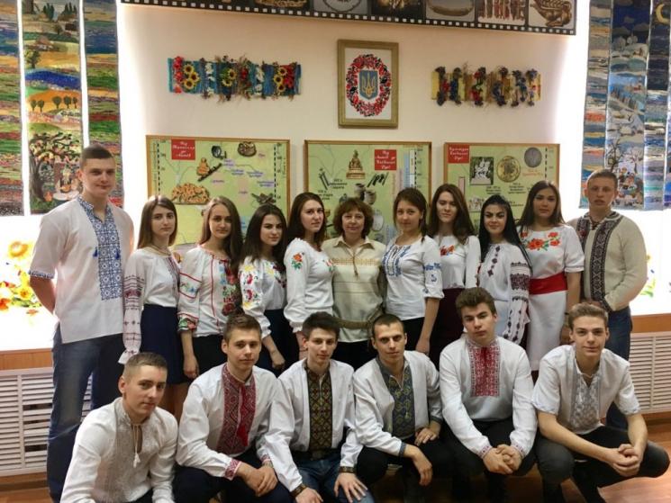 Студенти та викладачі технічного університету вбралися у вишиванки та  привітали зі святом на своїй сторінці у