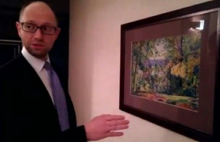 Яценюк показал журналистам свой унитаз и спальню (ВИДЕО)