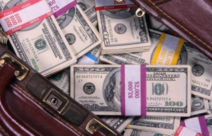 Соратники Януковича вывезли в Россию $32 миллиарда наличкой