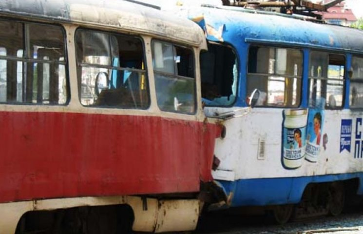 В Харькове столкнулись трамваи: семеро пострадавших