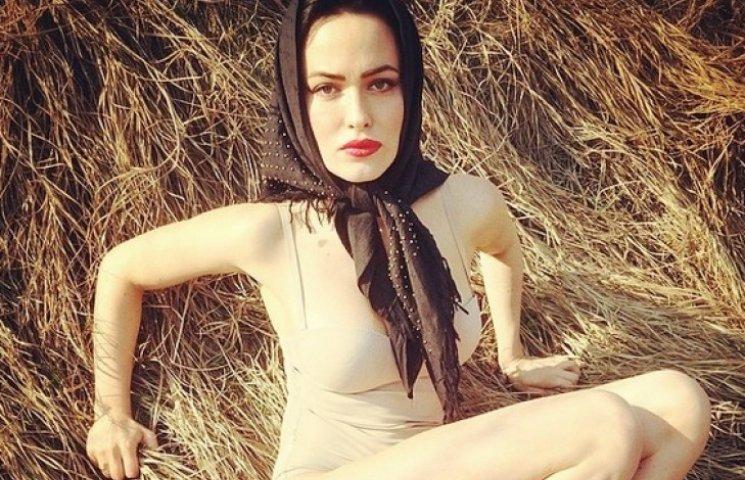 Даша Астафьева похвасталась шикарной фигурой в бикини