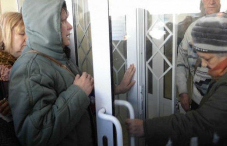"""Враження луганчан від пенсій """"ЛНР"""" в рублях: вистачає тільки на хліб (ФОТО)"""
