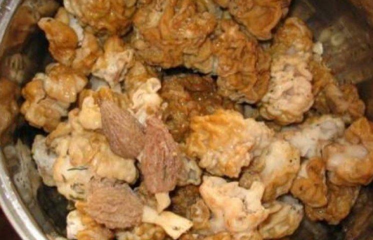 Свіжі гриби за 100 доларів продають на мукачівському базарі