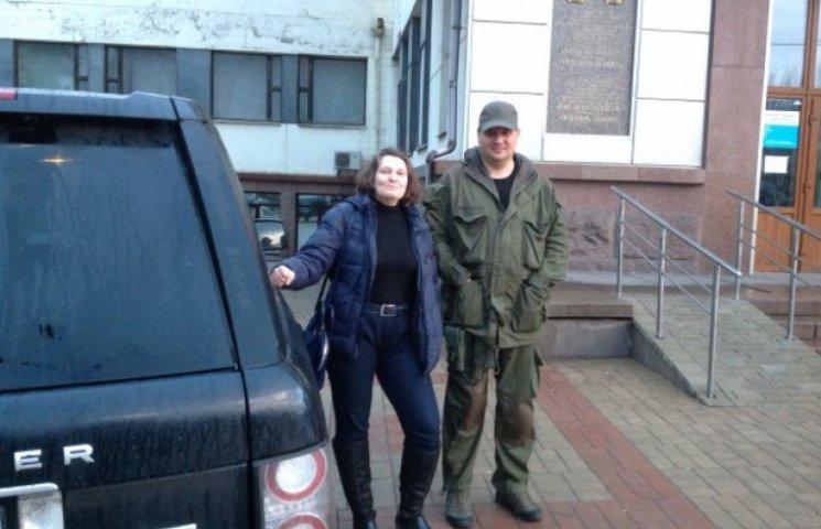 На замітку СБУ: Монтян потусила з бойовиками на віджатій у Клюєва автівці на Донбасі (ФОТО)