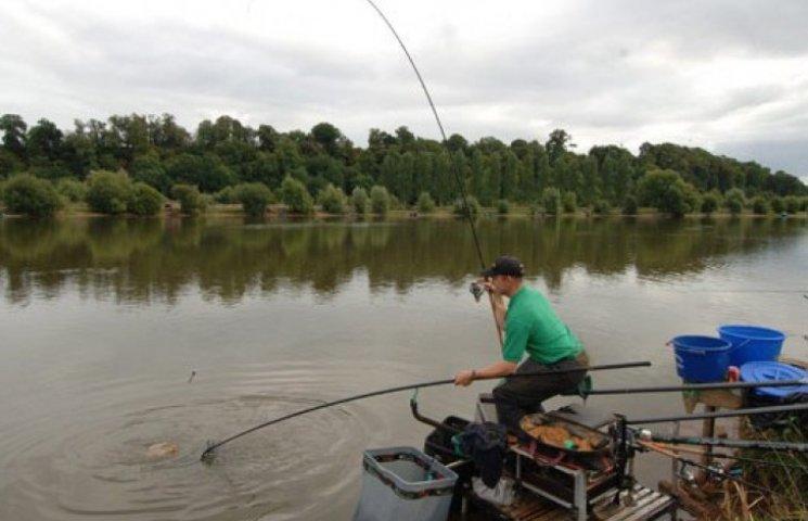 Закарпатські рибалки нудьгуватимуть два місяці