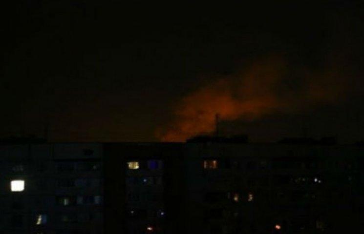 У Донецьку поновилися інтенсивні обстріли: вікна тремтять, помітні спалахи (ВІДЕО)