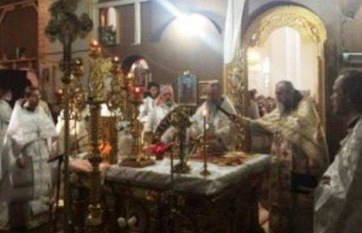 Ужгородські вірники понесли додому благодатний єрусалимський вогонь (ФОТОФАКТ)