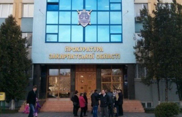 """Прес-секретар закарпатського прокурора живе в """"Пежо"""" і """"Мітсубісі"""""""