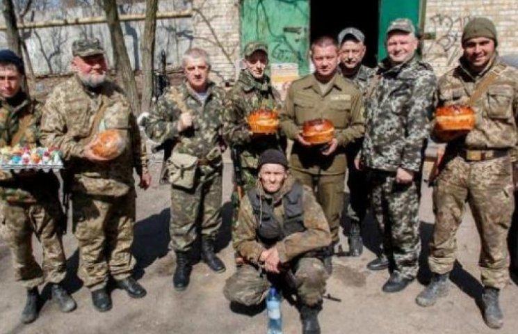 Бійці АТО із Закарпаття подякували землякам за паски і святковий настрій (ФОТОФАКТ)