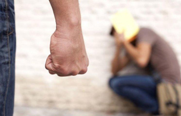 У Мелітополі дільничний побив затриманого (ВІДЕО)