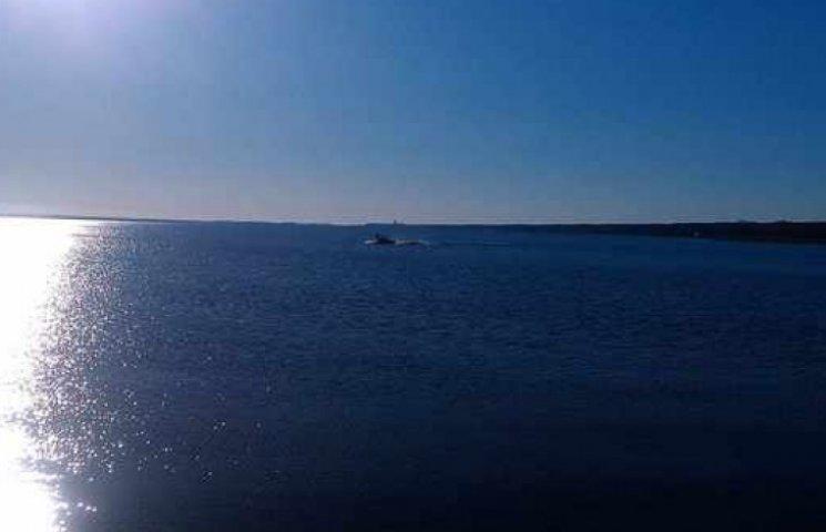 На Лимані рибалка ледь не потонув посеред озера. ВІДЕО
