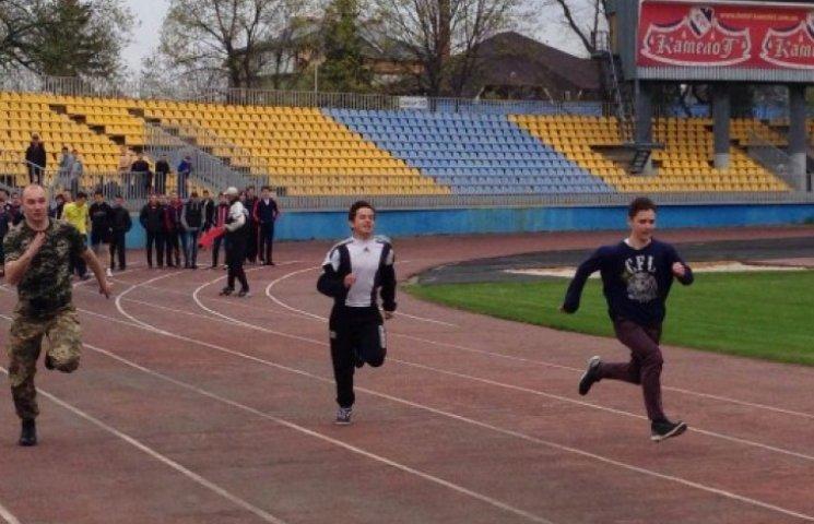 Як ужгородський військком за допризовниками бігав (ФОТОФАКТ)