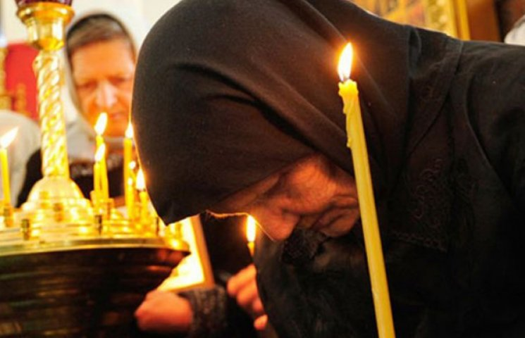 У поминальні дні мелітопольців на кладовищах будуть молитвами відволікати від горілки