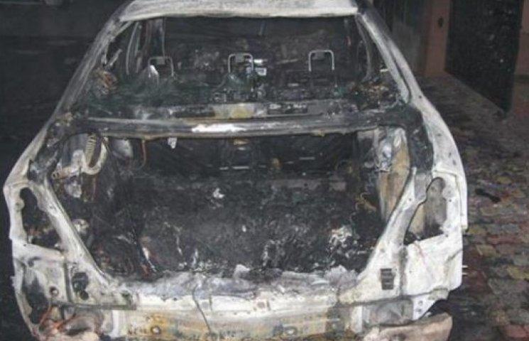 """""""Мерседес"""", що згорів у Мукачеві,  підпалили за непризначені пенальті"""