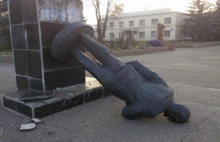 """Чиновники готові """"зачистити"""" Харківщину від радянщини"""