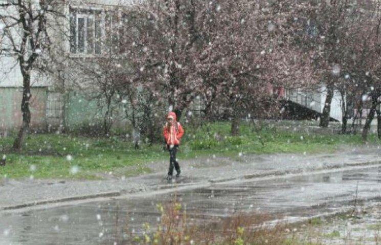 Безжальний квітень: Суми теж побачили сніг (ФОТОФАКТ)