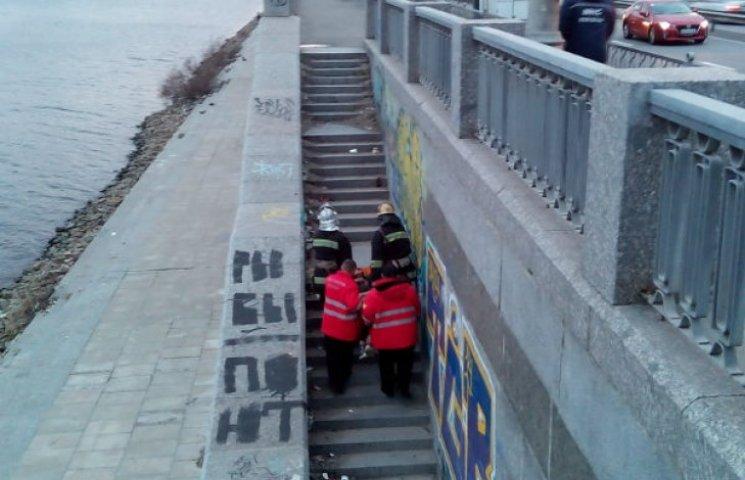 У Києві обвалився міст: є постраждалі (ФОТО)