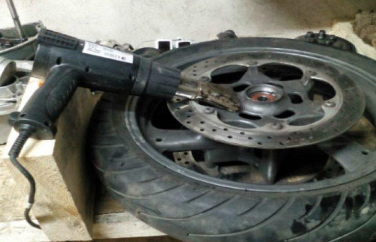 Нефарт, але таки справедливість: від давньої мрії викрадачів віддалило зламане колесо