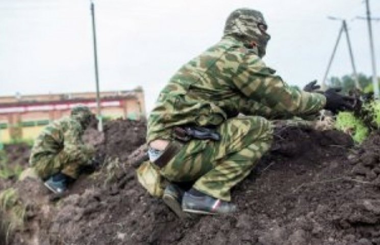 """Бойовиків """"ЛНР"""" масово вигнали рити окопи на півночі окупованої Луганщини"""