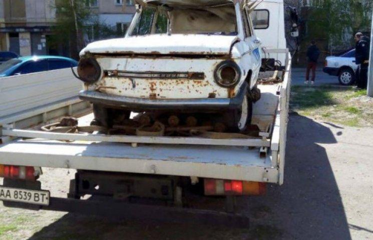Зі столичних дворів зникають старі автівки (ФОТО)